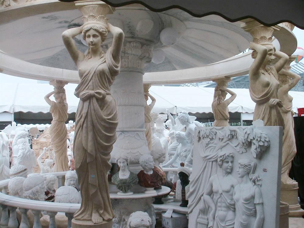 Декориране със скулптури в двора