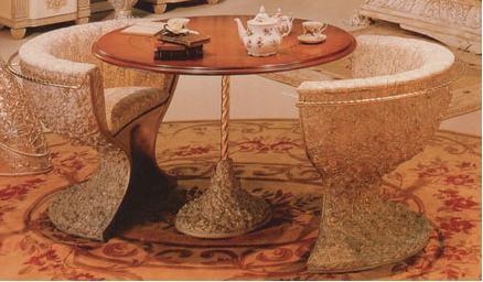 Луксозен комплект от маса и два стола