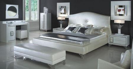 Бели мебели в спалнята