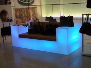 Светещ диван за дома