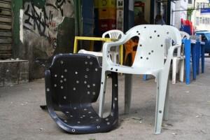 Дизайнерски стол на дупки
